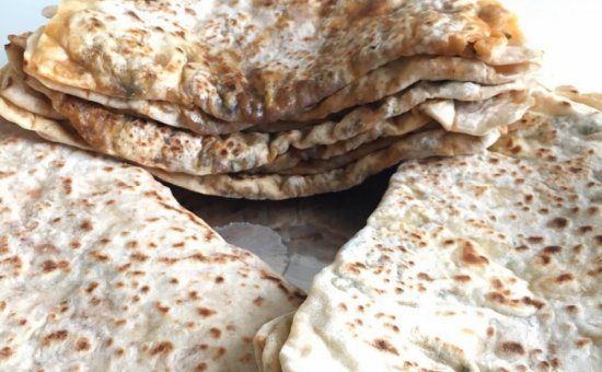 Minced meat & cheese flatbread